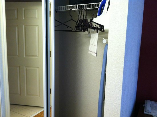 Residence Inn Houston Downtown/Convention Center: Closet