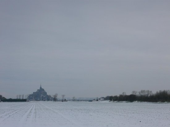 Le Relais de Moidrey: Le Mont sous la neige