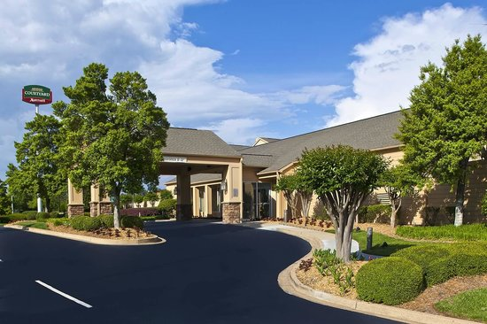 Courtyard by Marriott Chattanooga I-75: Hotel entry