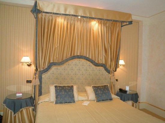 Hotel a La Commedia: la chambre