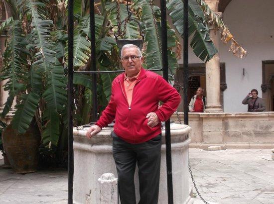 Zafiro Rey don Jaime : FOTO EN LA IGLESIA DE CRISTAL