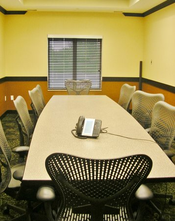 Holiday Inn Express Hotel And Suites Fort Saskatchewan: Executive Boardroom
