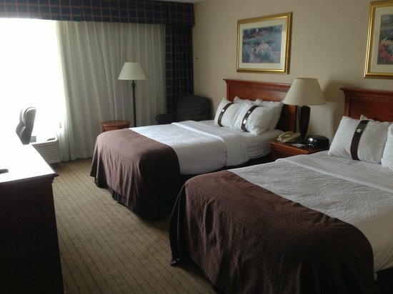Cleveland Airport Hotel: Double Bedroom Claen Average