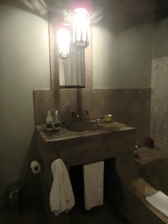 Olive Grove: Bathroom
