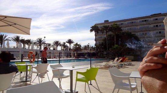 IBEROSTAR Bahia de Palma : vue sur piscine