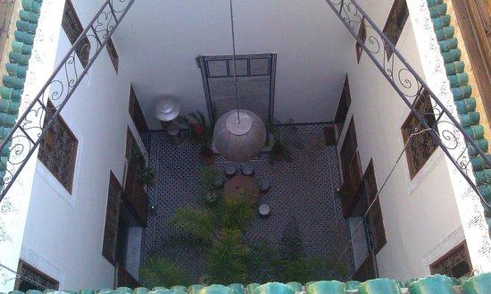 Riad 53: vue sur le patio et la fontaine