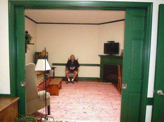 The Brafferton Inn Bed and Breakfast: Parlor