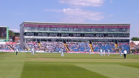 Headingley Carnegie Cricket Ground : Excellent view and big screens on both sides of stadium