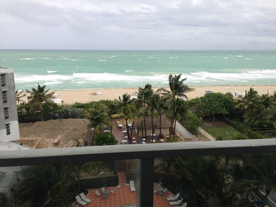 Courtyard Cadillac Miami Beach/Oceanfront : A windy rainy view of a beautiful beach