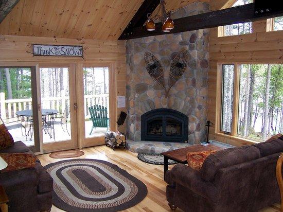 Moosehead Hills Cabins: Fieldstone fireplace at Loon Lodge