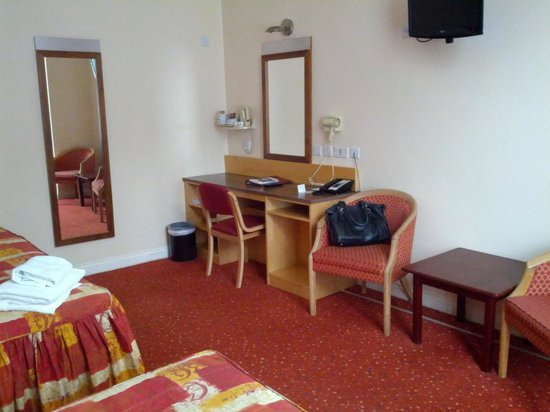 Best Western Chiswick Palace & Suites : tea facilities and biscuits