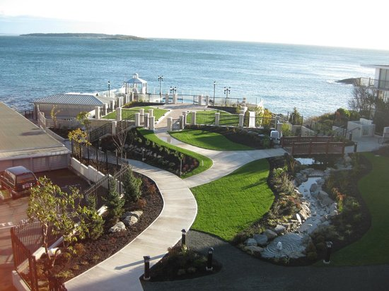 Oak Bay Beach Hotel: What a view!