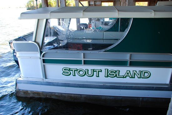 Stout's Island Lodge : Ferry