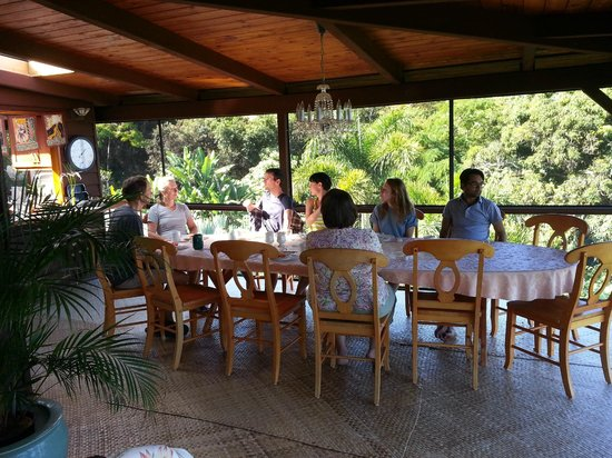 Aloha Guest House: At breakfast with our new friends !!