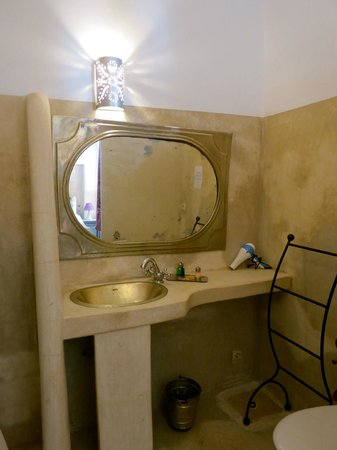 Riad Dar El Aila: Bathroom