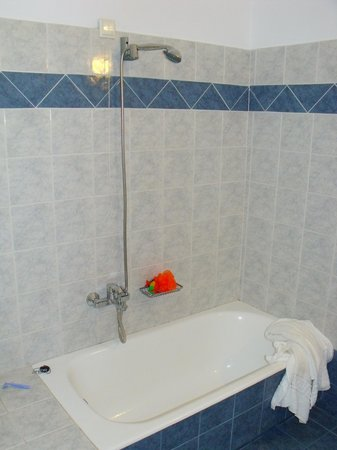 Golden Sun Studios and Apartments: bathroom