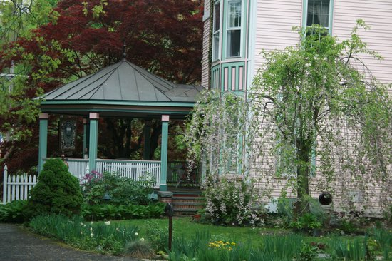 Penrose Victorian Inn: Wonderful porch for relaxing