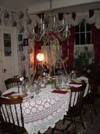 Penrose Victorian Inn: Dining Room