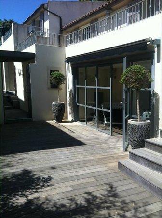 Hôtel Le Pinarello : l'entrée du psa