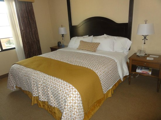 Embassy Suites by Hilton La Quinta Hotel & Spa: King Bed