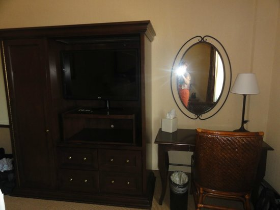Embassy Suites by Hilton La Quinta Hotel & Spa: Bedroom Desk and TV