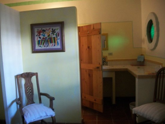 El Angel Azul Hacienda: Standard Room - Bathroom area, sink behind the door