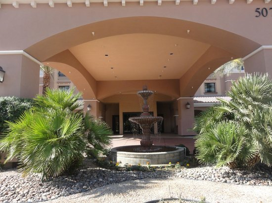 Embassy Suites by Hilton La Quinta Hotel & Spa: Front entrance