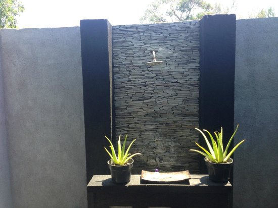 Kaluku Gili Resort: Cute outdoor washroom