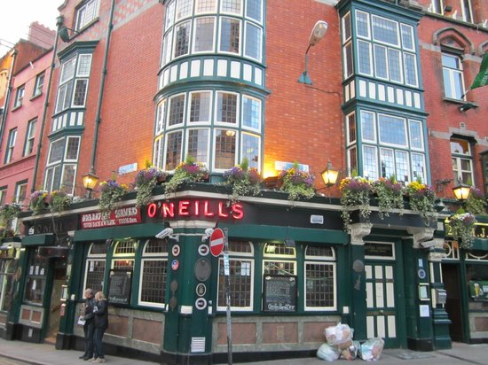 Dublin Literary Pub Crawl: O'Neills Pub