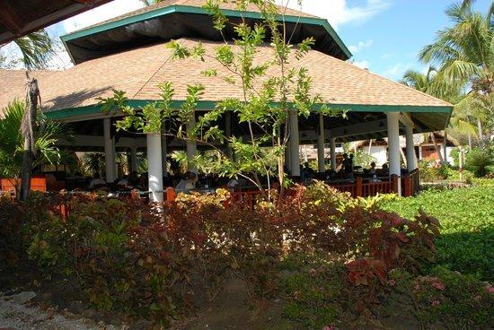 VIK Hotel Arena Blanca: einer der 3 Speiseräume von draußen