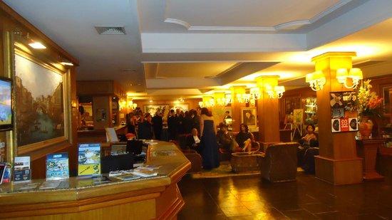 Hotel Bella Italia: Sala de convivência. Hall de entrada.