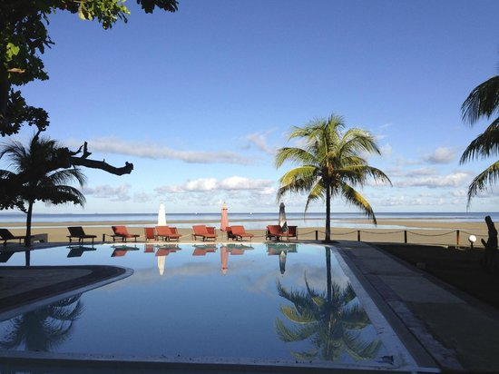 Hotel Arc en Ciel: Vue piscine