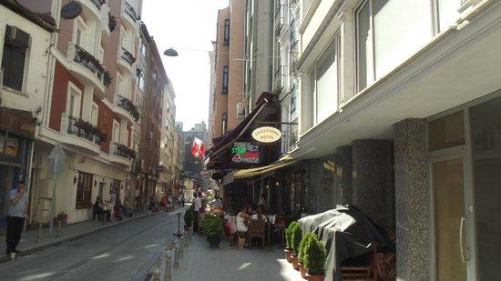 Galata Istanbul Hotel: Vor dem Hotel