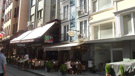 Galata Istanbul Hotel: Hotel daneben Restaurant
