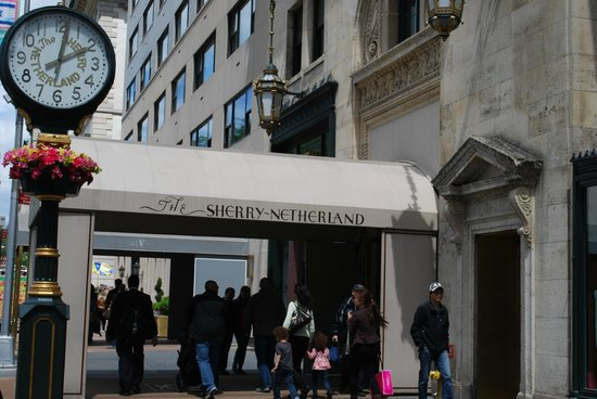 The Sherry-Netherland Hotel: Entrance