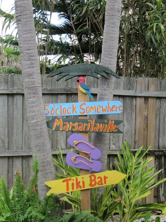 Island Paradise Cottages of Madeira Beach: Tropical Sign
