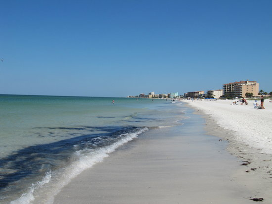 Island Paradise Cottages of Madeira Beach: Short walk to the beach