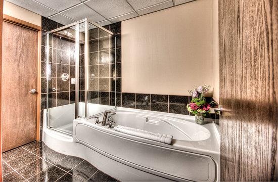 Podollan Inn & Spa: Queen Bachelor Bathroom