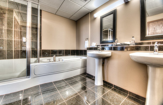 Podollan Inn & Spa: Executive Suite Bathroom
