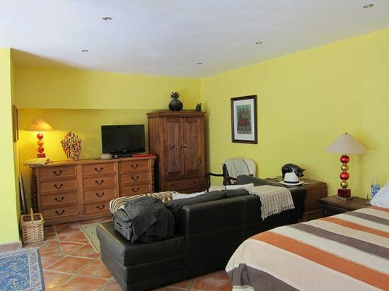 Casa Cinco Patios: Our guest room