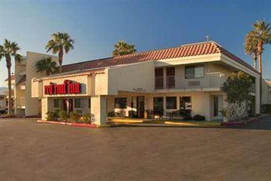 Red Roof Inn Palm Springs - Thousand Palms : The front car port where you pull in