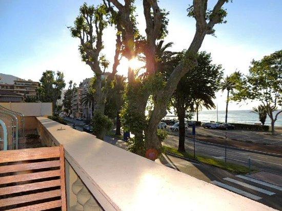Hotel Pavillon Imperial: お部屋より地中海の朝
