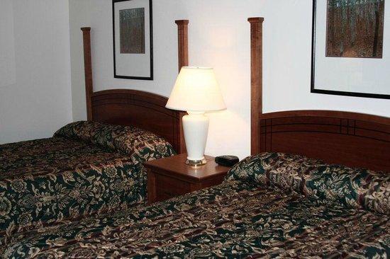 Gladstone Inn & Suites: Standard Poolside Room