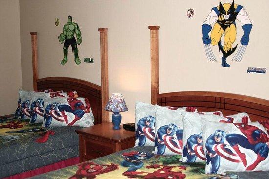Gladstone Inn & Suites: Superhero Poolside Room