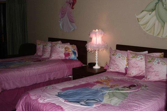 Gladstone Inn & Suites: Princess Poolside Room