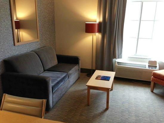 La Quinta Inn & Suites Austin NW/Lakeline Mall : Lots of room, modern decor