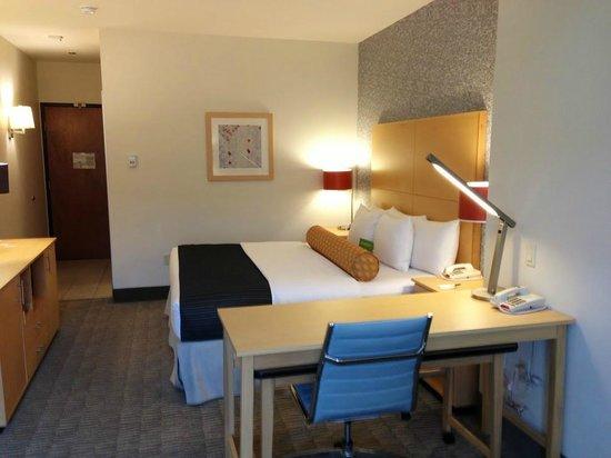 La Quinta Inn & Suites Austin NW/Lakeline Mall: Great workstation