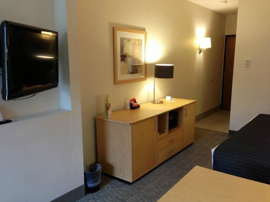 La Quinta Inn & Suites Austin NW/Lakeline Mall: Plenty of light, welcoming room