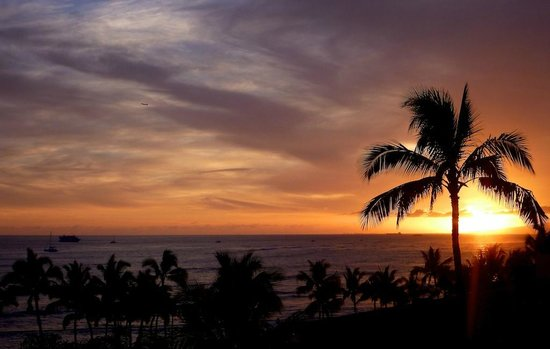 Aston Waikiki Beach Hotel: Good view of sunset  & Waikiki Beach from the room.