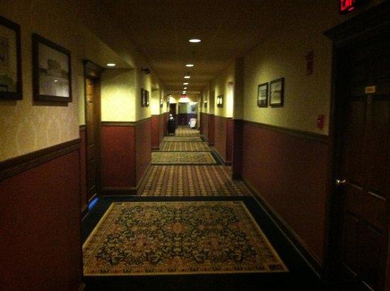 Fitger's Inn : 4th floor hallway